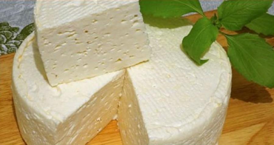 A szomszédasszonyomnál megkóstoltam a házi sajtot. Elárulta a receptjét, ezt még én is el tudom készíteni!