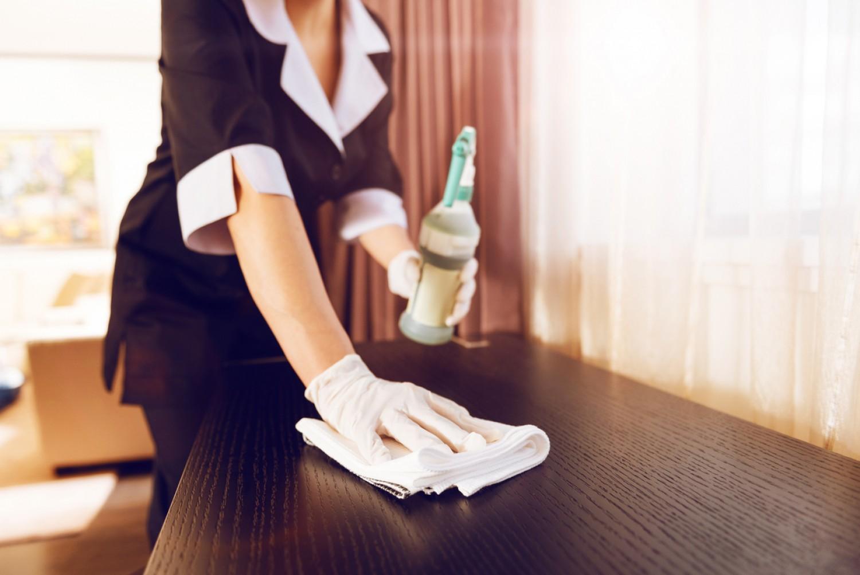 Ez a szállodák nagy trükkje: ha így csinálod, hetekig nem rakódik le a por a lakásban