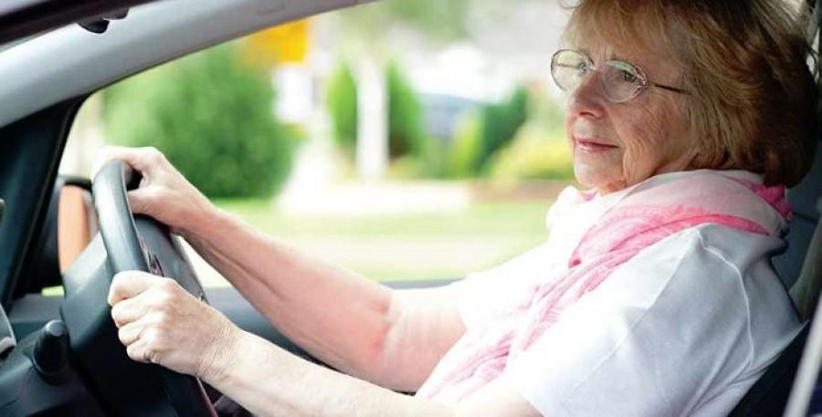 Az idős hölgyet gyorshajtásért állította meg a rendőr. Aztán jött a meglepetés.
