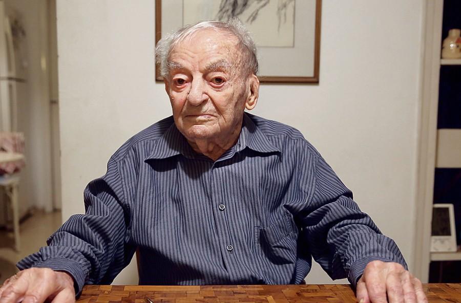 Felszólították a 102 éves férfi szüleit, hogy irassák be őt az óvodába!