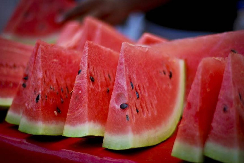 Ezért ne egyél görögdinnyét este, lefekvés előtt