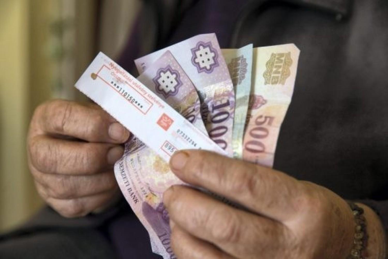 Nagyon jó hír: Újfajta támogatás jár a nyugdíjasoknak, így lehet igényelni az összeget!