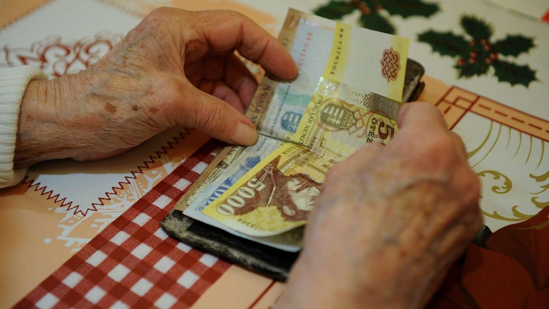 Minimum 25 százalékos nyugdíjemelést szeretnének a szakszervezetek