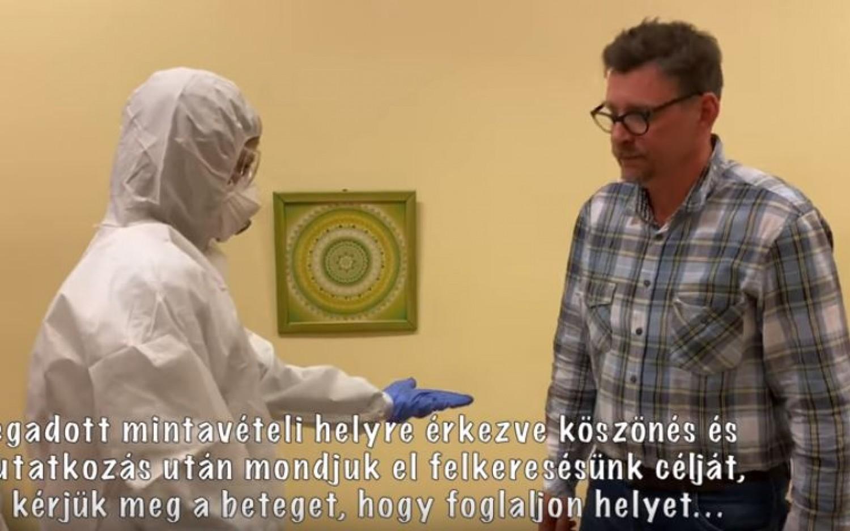 Így veszik le a mintát a koronavírus-gyanús személyektől (videó)