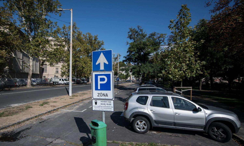 Végre ingyenes lesz a közterületi parkolás!