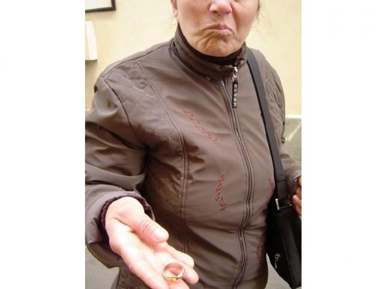 Egy miskolci nő az utcán talált egy gyűrűt, el akarta adni - vádelemelés lett a vége