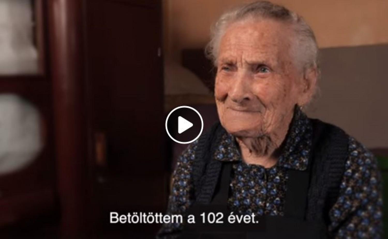 Szebb lenne a világ, ha ilyenek lennének az embereknek, amilyen a 102 éves Kolumbán Juliska néni! Tiszta, őszinte, becsületes. (videó)