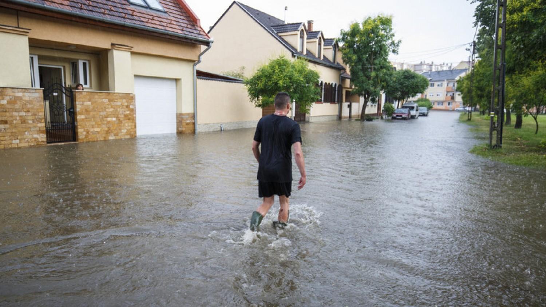 Sajnos már halálos áldozata is van a mai viharnak