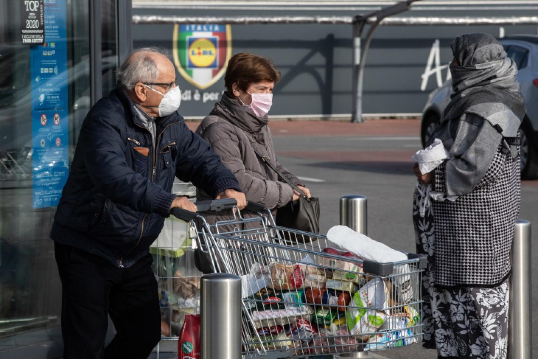 Nyugdíjasoknak üzentek a magyar boltláncok