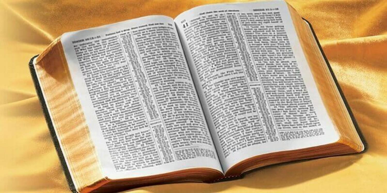 Ezért írják mindig két oszlopba a Biblia szövegét