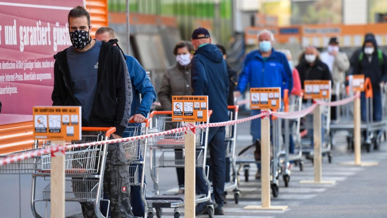 Mi várható nálunk? Egész napos kijárási tilalmat rendeltek el Ausztriában, az üzletek és az iskolák is bezárnak.