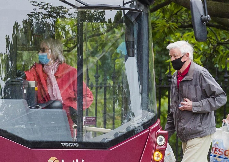 Koronavírus: egy labor bevizsgálta a tömegközlekedéssel utazók maszkját