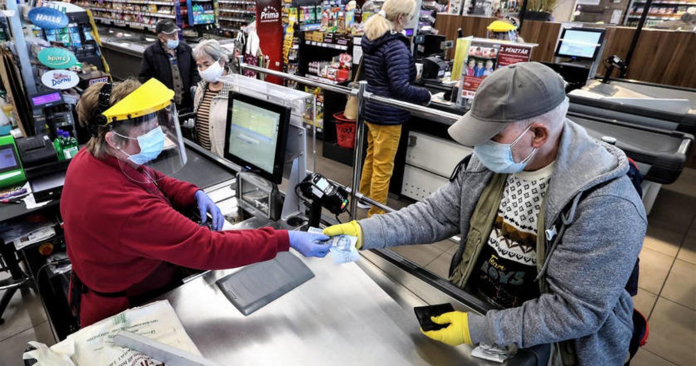 Az idősektől is függ, hogy nyitva maradnak-e a boltok karácsonyig