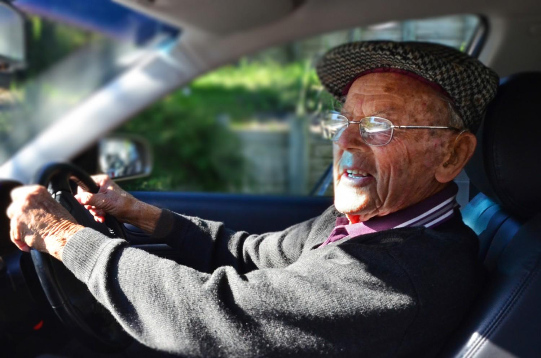 Már megint az a téma, hogy az idősektől el kell venni a jogosítványt. De ki dönti el, ki az idős?