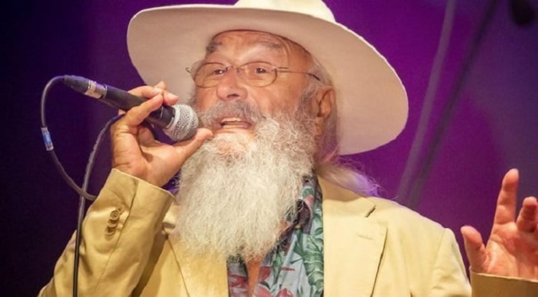 79 évesen ételkihordással tölti az idejét az Apostol együttes ismert énekese