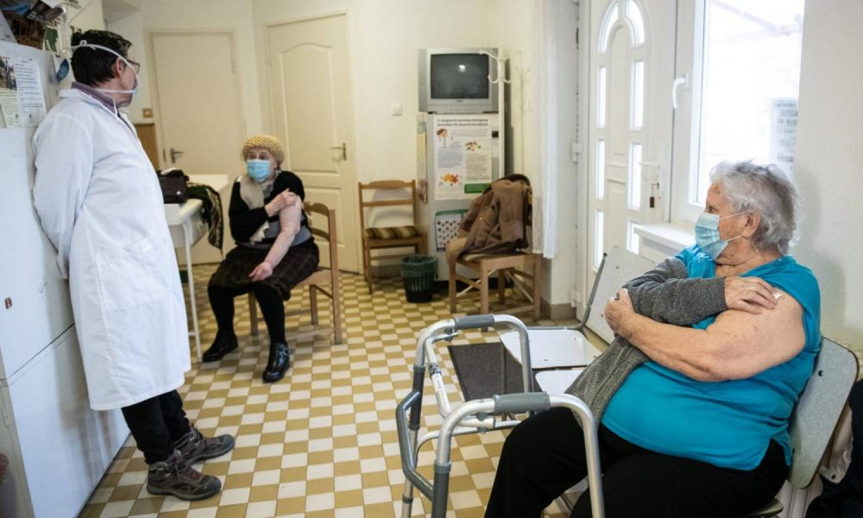 Péntektől nem kell orvosi végzettség a háziorvosi ügyelet ellátásához