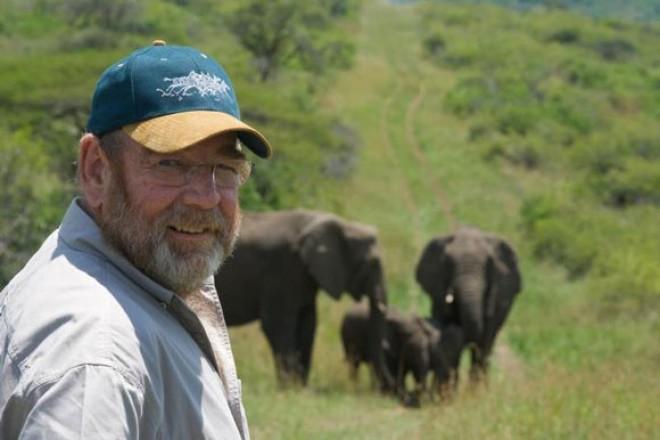 Szinte hihetetlen, hogy 31 elefánt jött el meggyászolni a férfit.