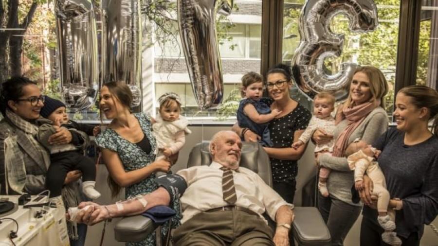 A 81 éves férfi utoljára ad különleges véréből, mellyel eddig 2,4 millió újszülött életét mentette meg