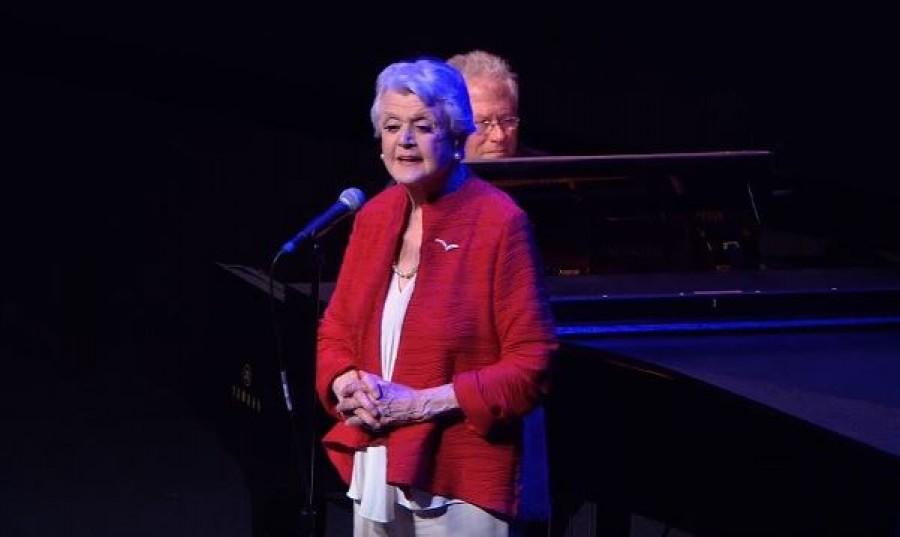 Nézd meg, hogy énekelte a 90 éves színésznő a Szépség és a Szörnyeteg betétdalát